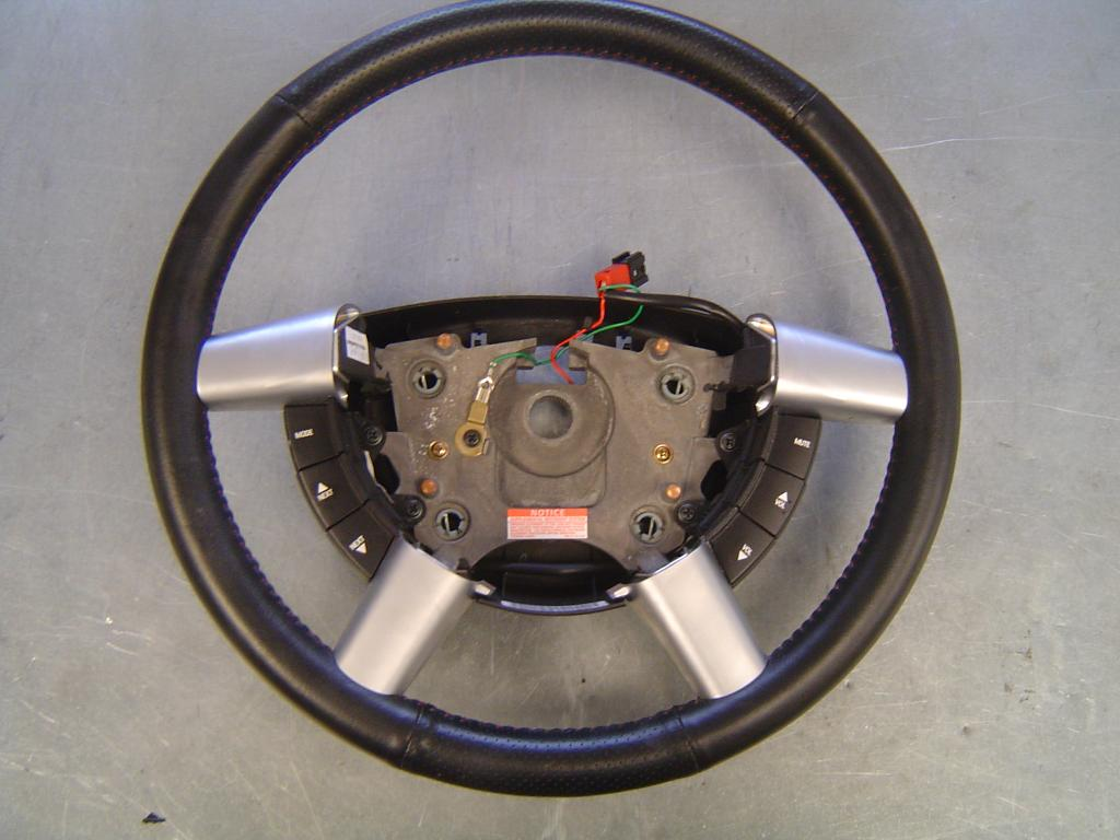 Click image for larger version  Name:06 GTO Steering Wheel.JPG Views:2910 Size:84.3 KB ID:6779