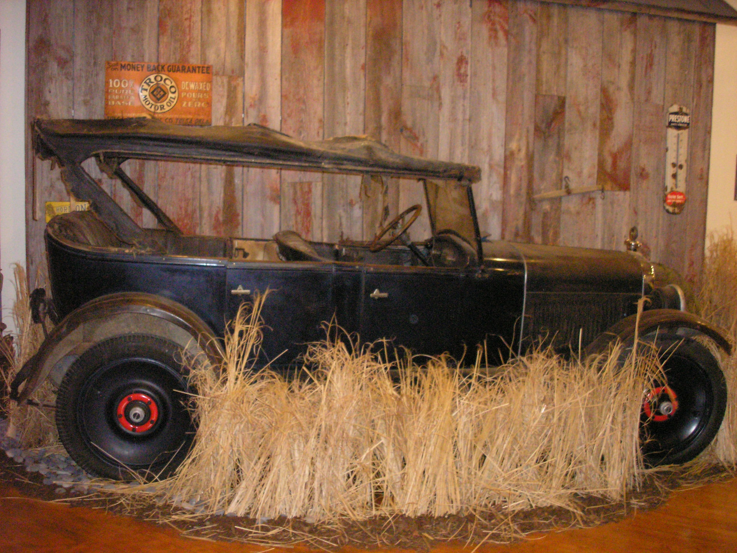 Click image for larger version  Name:Barn Find Oakland.JPG Views:65 Size:856.9 KB ID:50313