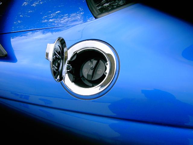 Dodge challenger gas cap фото