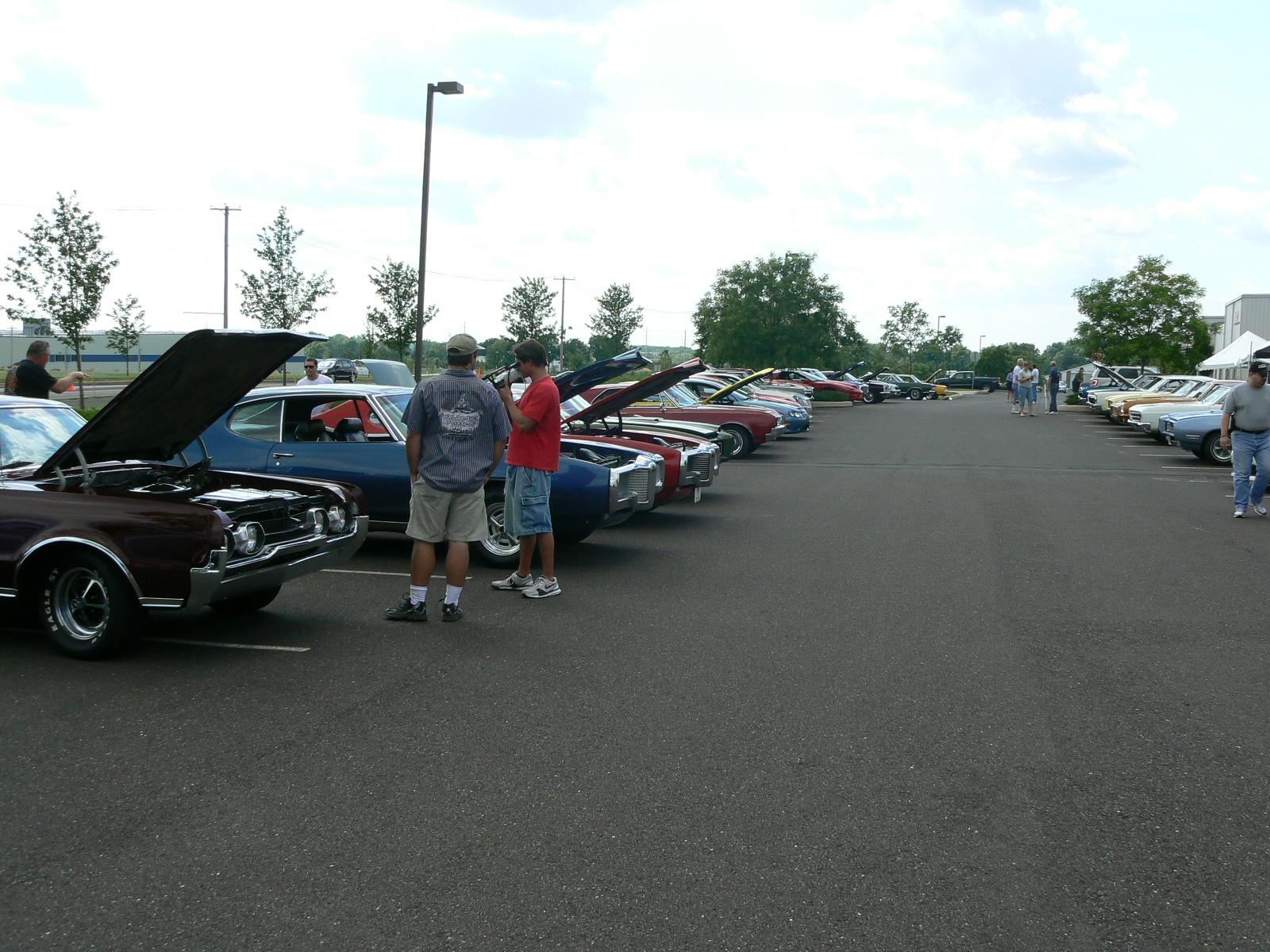 Pontiac's in Pontiac-p1030389.jpg