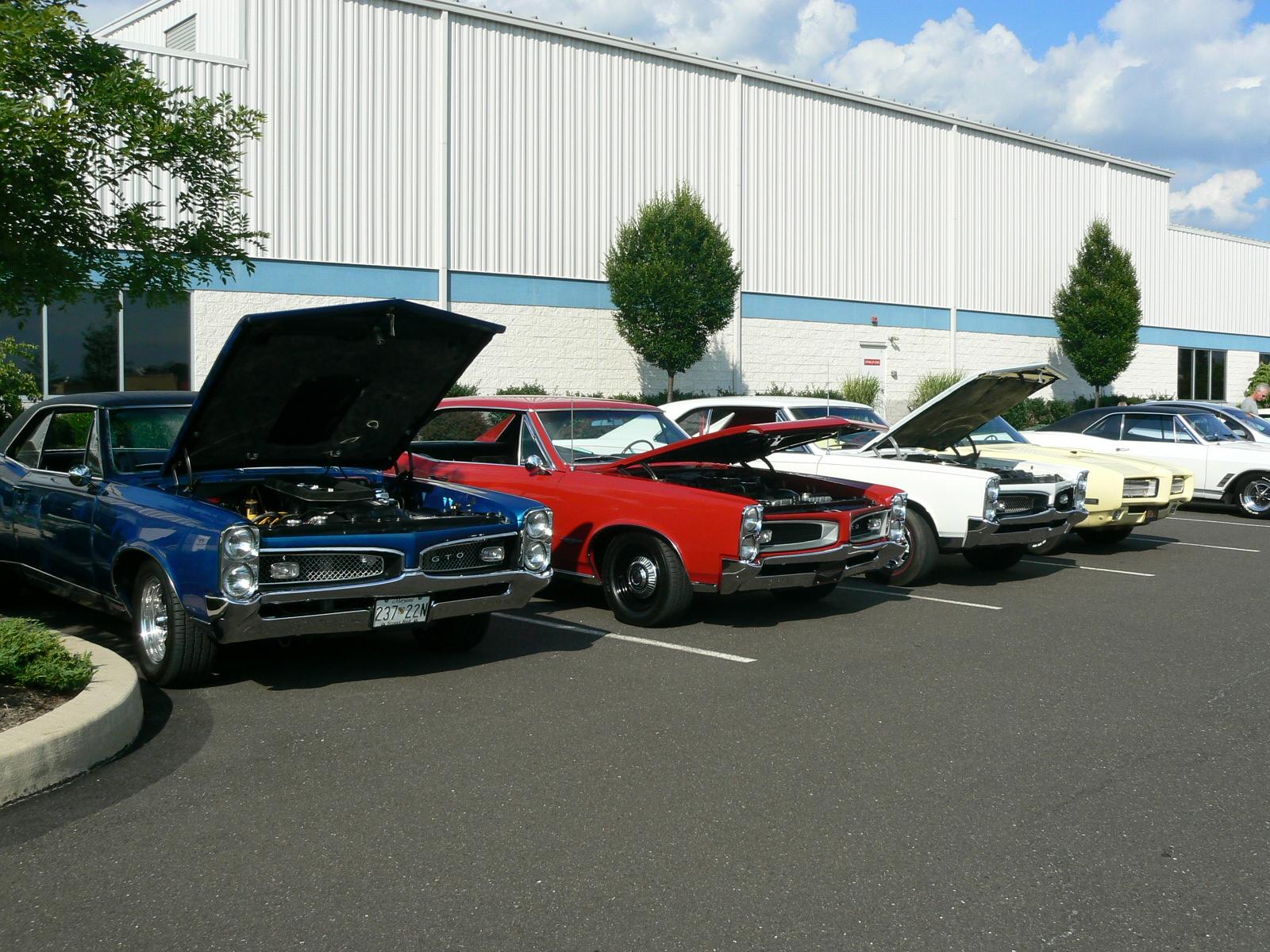 Pontiac's in Pontiac-p1030414.jpg