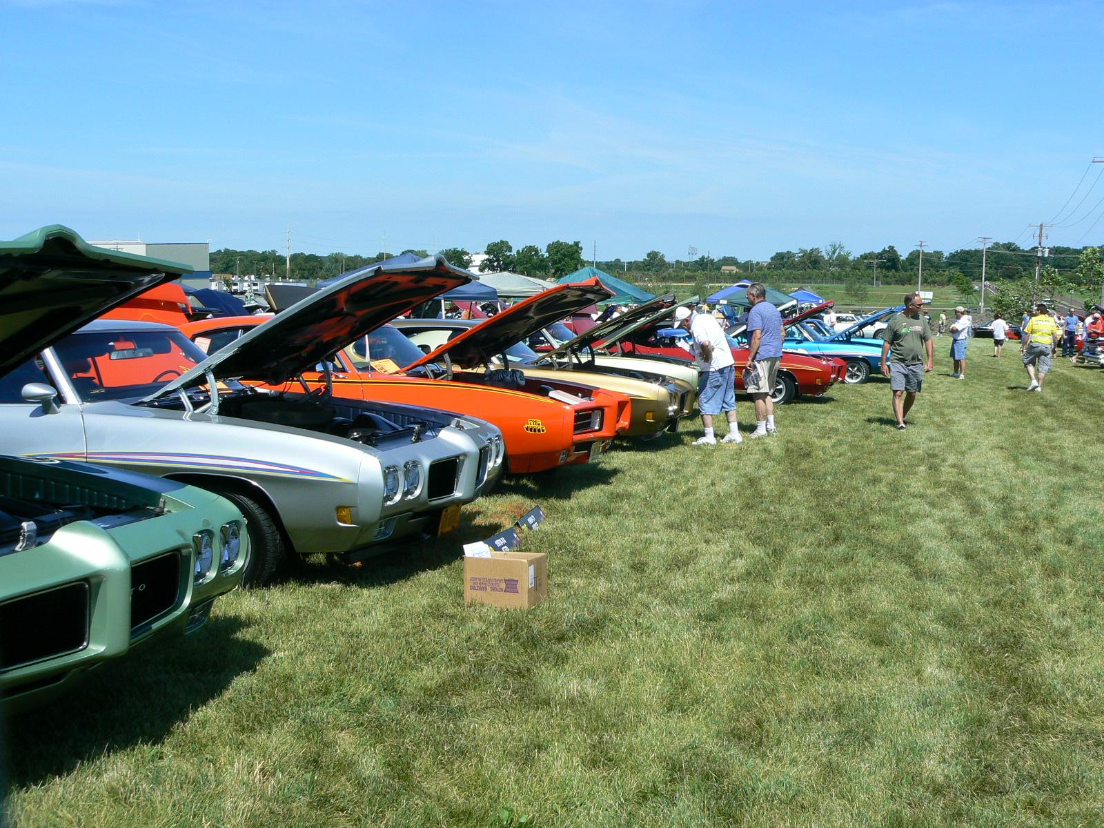 Pontiac's in Pontiac-p1030439.jpg