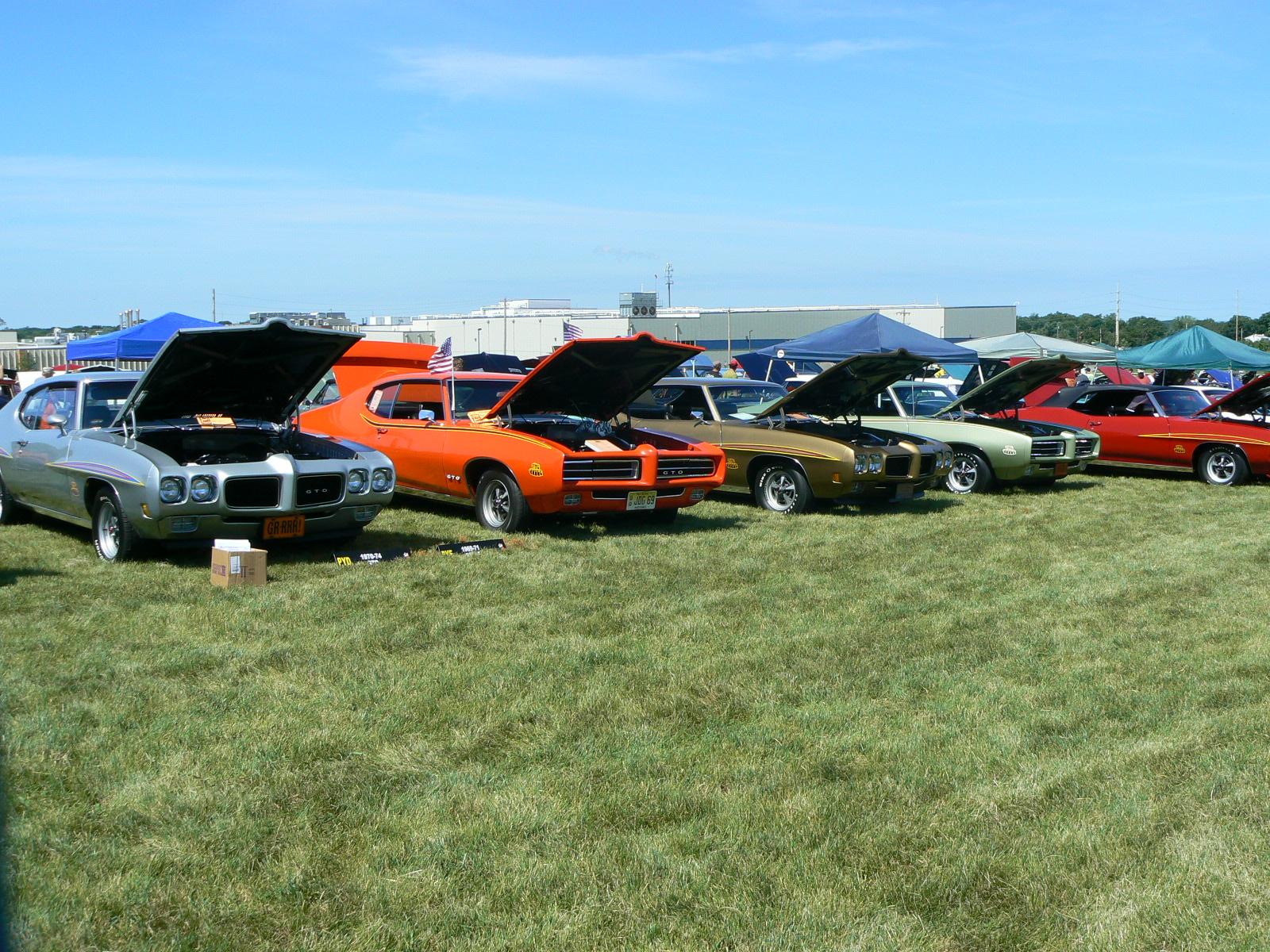 Pontiac's in Pontiac-p1030440.jpg