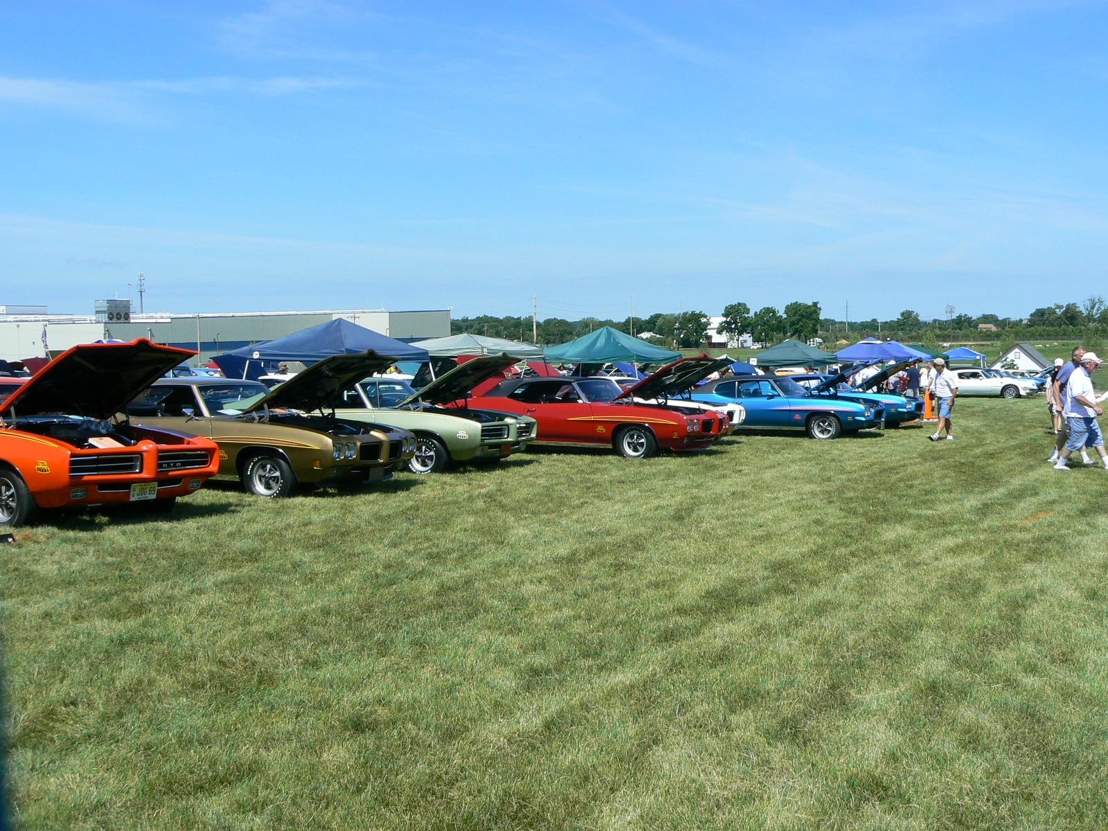 Pontiac's in Pontiac-p1030441.jpg