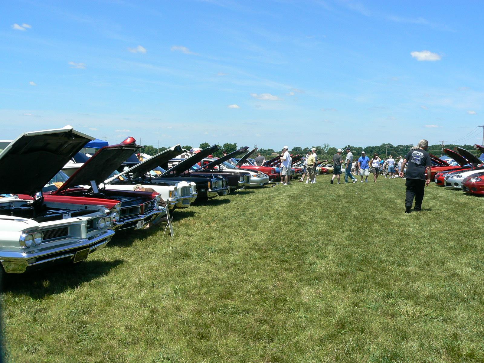 Pontiac's in Pontiac-p1030463.jpg