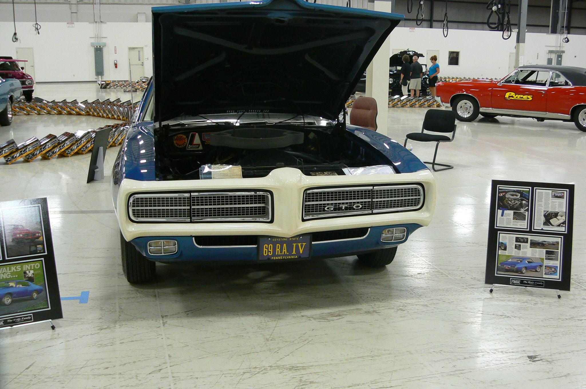 Pontiac's in Pontiac-p1030468.jpg