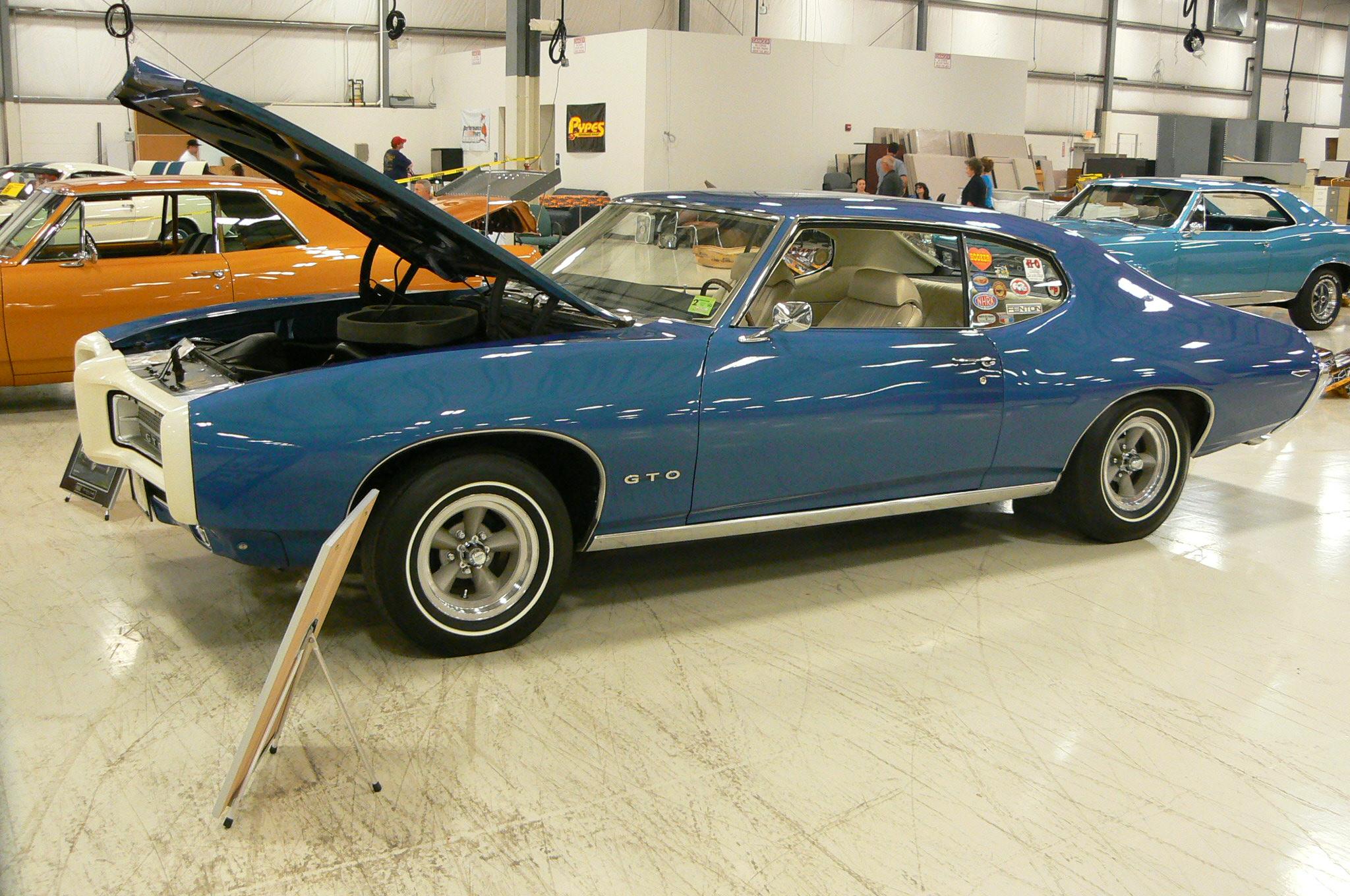 Pontiac's in Pontiac-p1030471.jpg