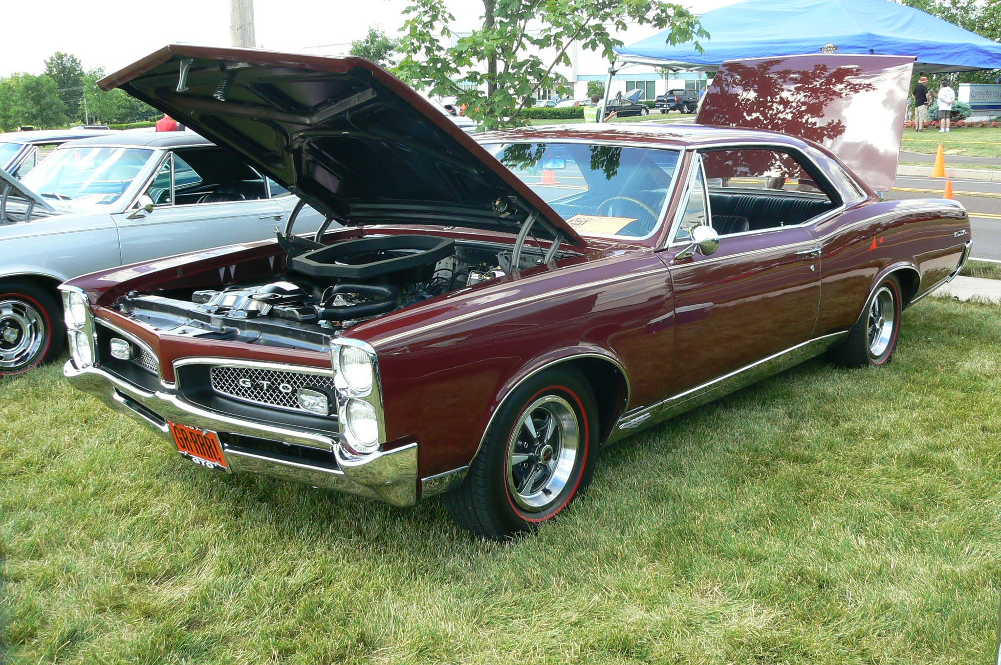 Pontiac's in Pontiac-p1030475.jpg