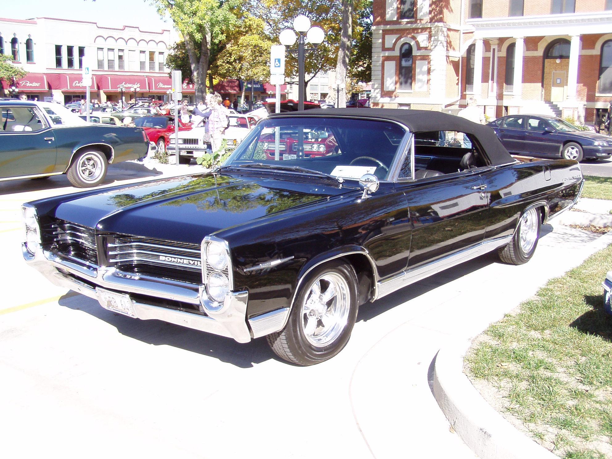 Pontiac's in Pontiac-pontiacs-011.jpg