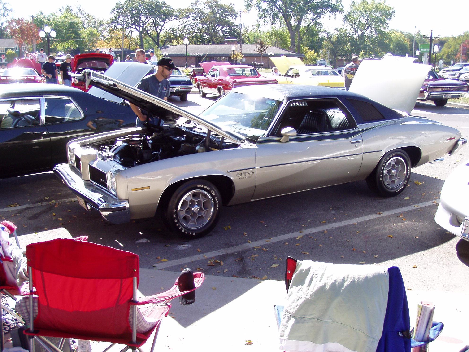 Pontiac's in Pontiac-pontiacs-019.jpg